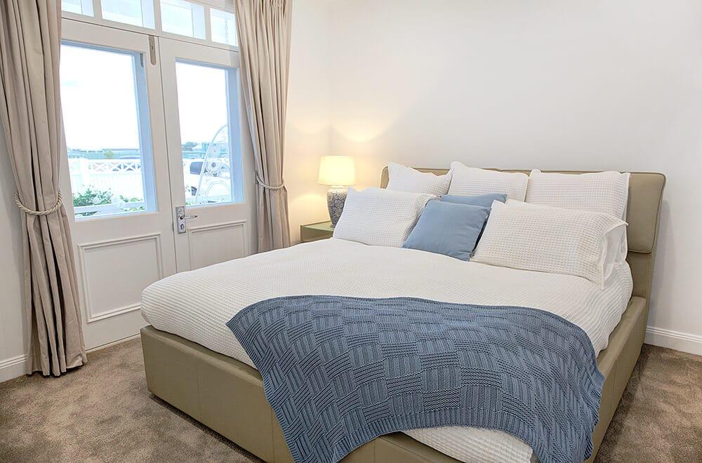 hamptons guest bedroom