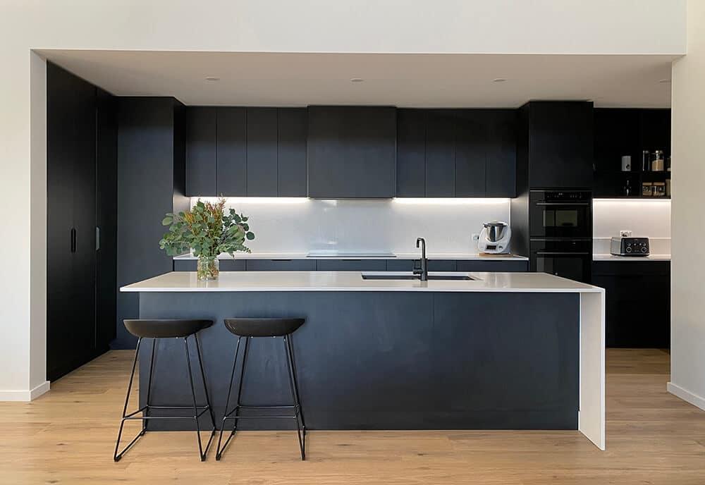 urban kitchen black woodmatt